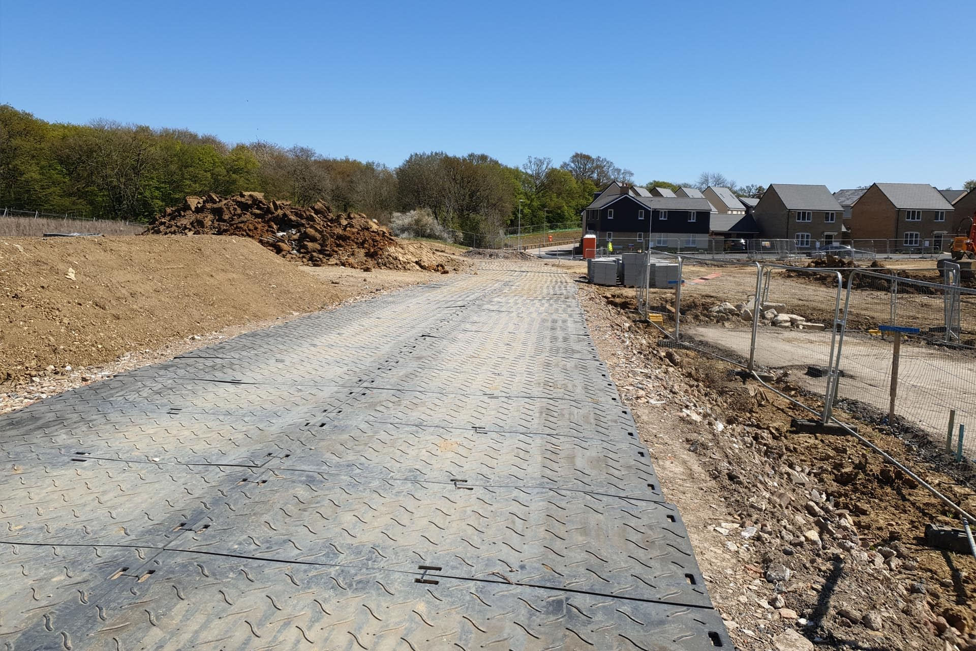 eurotrak-hd-access-mat-ground-protection-temporary-access-housing-development-project-spoilboard