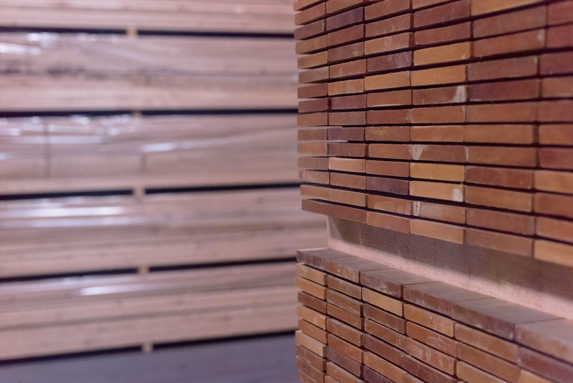 hardwood-timber-lumber-kiln-dried-palletised-yard