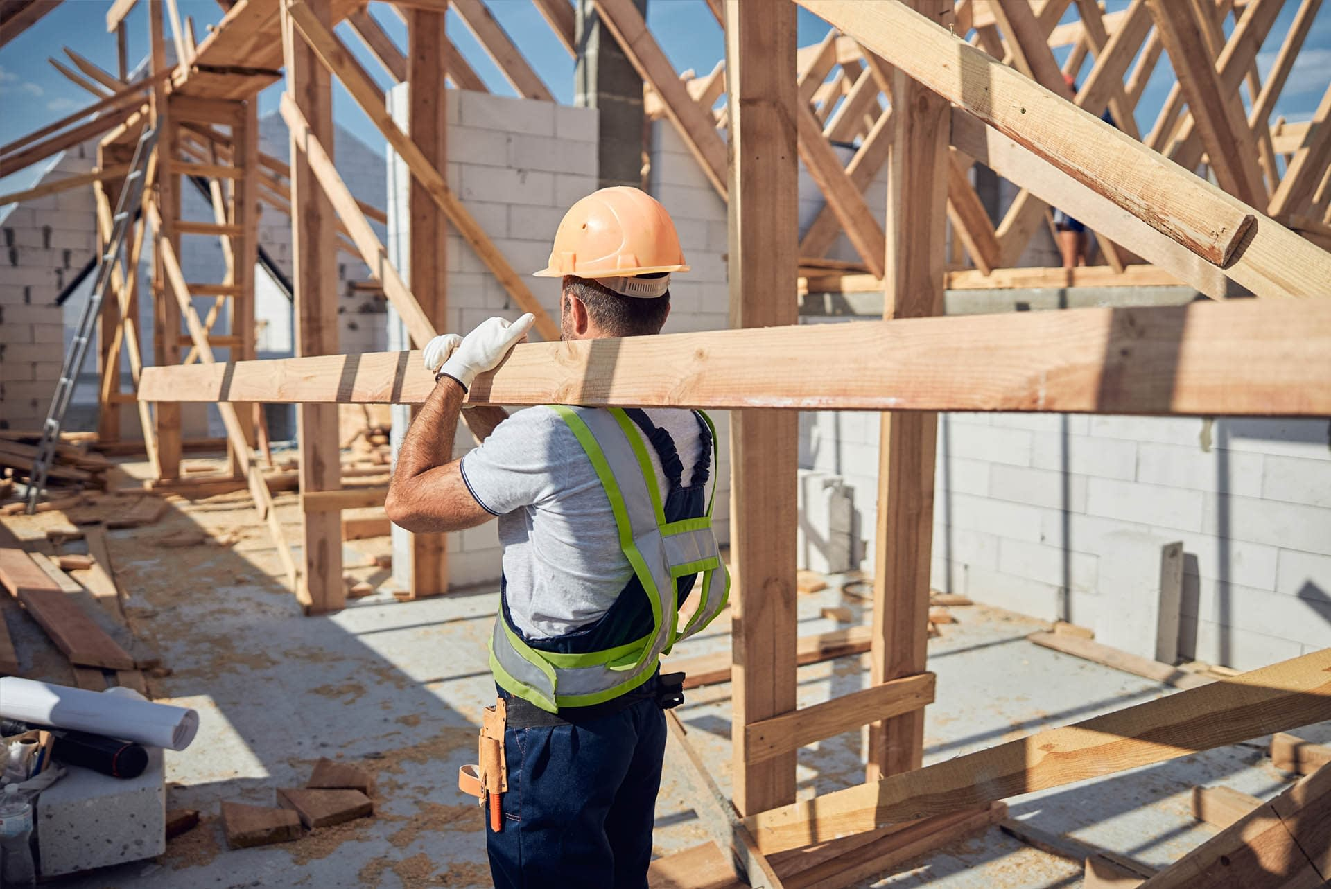 oversized-and-specialist-timber-large-sections-carried-by-worker