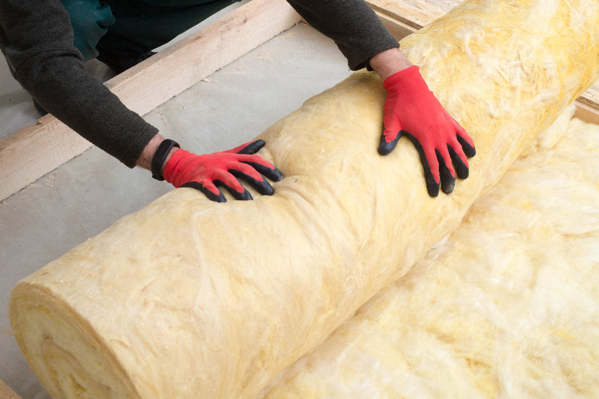 thermal-insulation-wool-rolls-worker-handling-building-materials