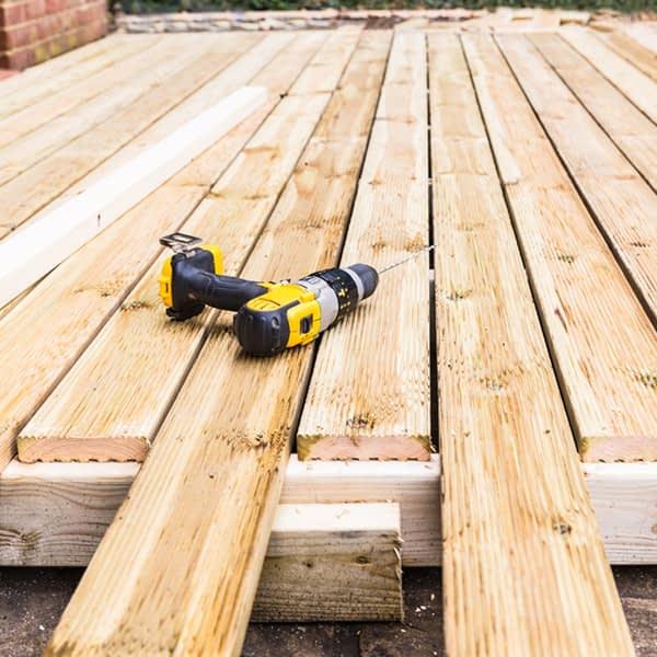 timber-decking-wooden-deck-boards-natural-installation